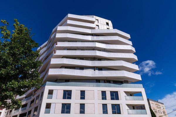 13 juillet 2021 : La photographe Cécile GAROU sublime la résidence ELEVEN avec ses clichés qui mettent en valeur la qualité architecturale de la résidence. A découvrir ICI.